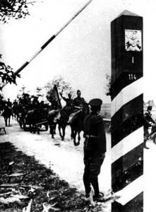 Испанские солдаты переходят Советско-Германскую границу. 1941 год.