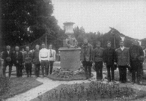 Памятник красноармейцам. Павловск.