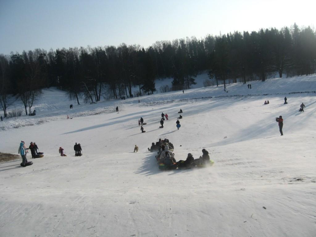 Катание на ватрушках в Павловском парке